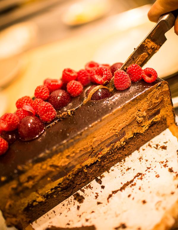 chocolate-cake-raspeberries