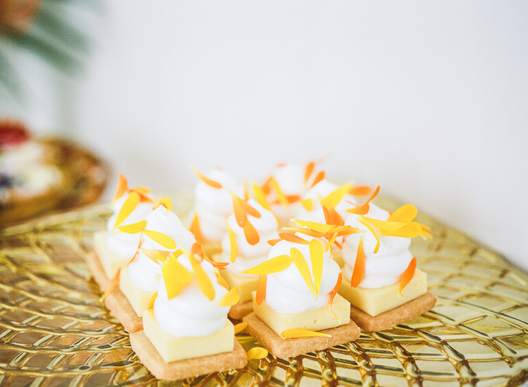 shortbread-Lemon-bars-with-meringue