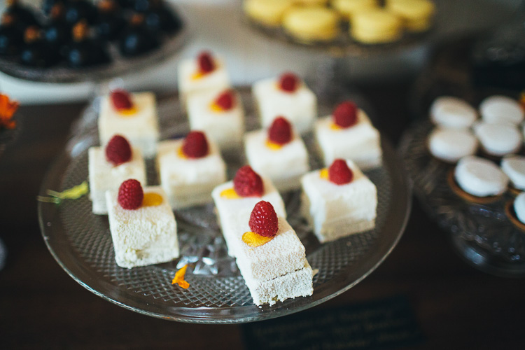 pistachio-raspberry-Prince-cakes