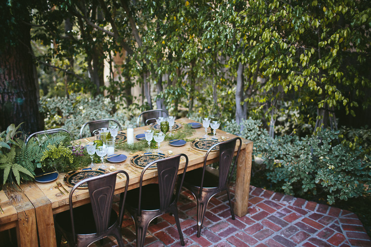 Outdoor-dining-table-set-up